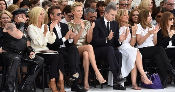 Charlize+Theron+Front+Row+Christian+Dior+waypgbmQoVAl